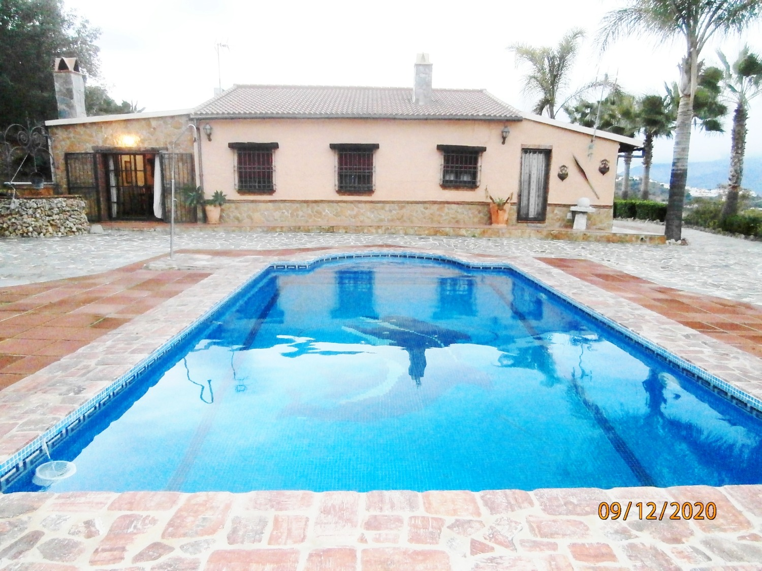 Beautiful cottage with swimming pool, long term rental in Alora, shares common areas.